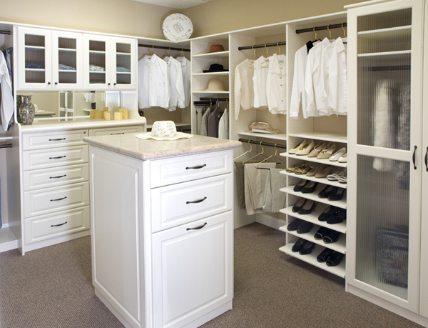 Design ideas for your walk in closet alldaychic - Walk in closet ideas ...