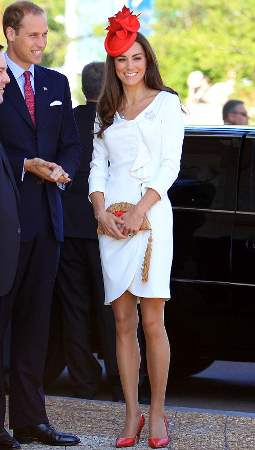 Fashionista_KateMiddleton_WhiteDressRedPumps1