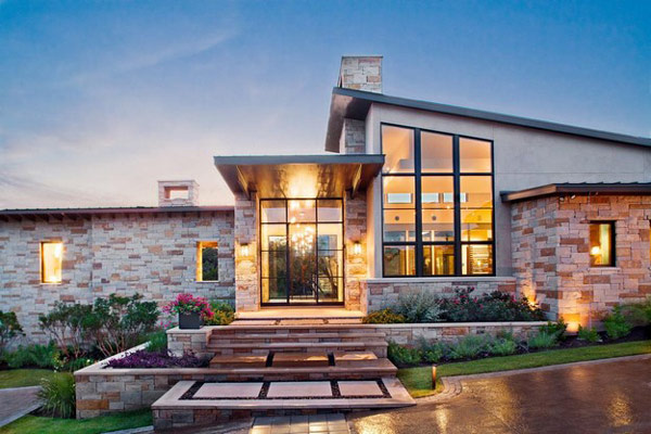 Attirant Hill Country Contemporary Home 31