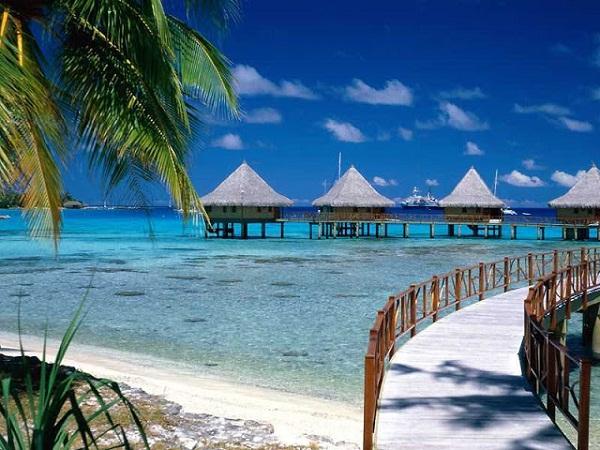 Walkway_to_Paradise,_Tiputa,_Rangiroa,_French_Polynesia1