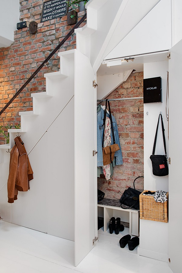 h-Urban-Apartment-with-Terrrace-storage-under-stairs-
