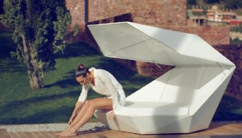 modern-FAZ-daybed-outdoors