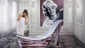 4_luxury_art_bathtub_woman_shoe