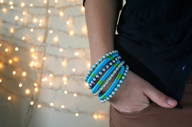 DIY 2 pearly and colourful bracelets