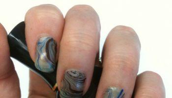 diy-beauty-hacks-elmers-glue-nails 2