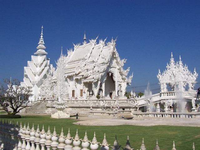 18 white-temple-chapel-of-wat-rong-khun-close-to-chiang-rai