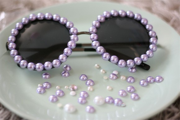 d3a28888db7c diy-chanel-inspired-pearl-sunglasses--large-msg-137417501988