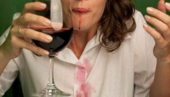 removing-wine-stains-easily-11