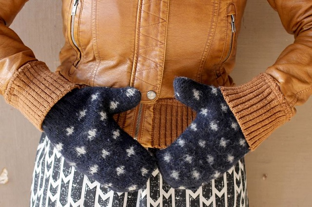 DIY Mittens from an Old Sweater 1