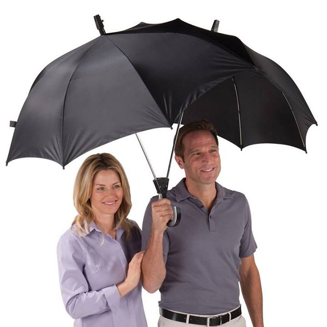 One Umbrella for Two Persons -The Dualbrella