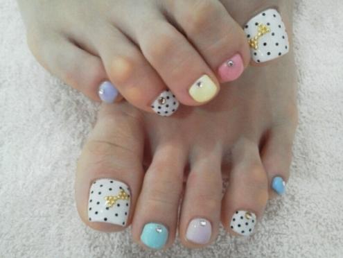 Toe nail art using rhinestones alldaychic toe nail designs1 prinsesfo Images