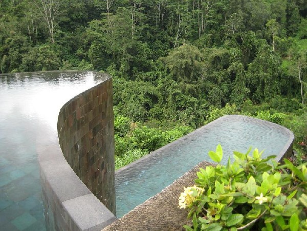 double-infinity-pool-ubud-hanging-gardens-bali-indonesia