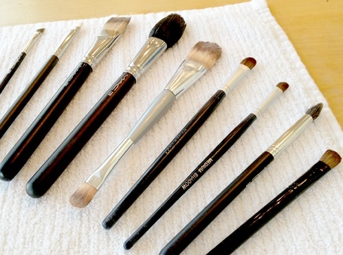 cleaning-makeup-brushes-vert (2)