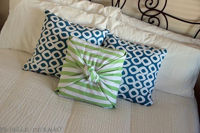 no sew pillow case - diy - alldaychic Diy Pillow Covers