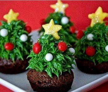 DIY-Strawberry-Christmas-Tree