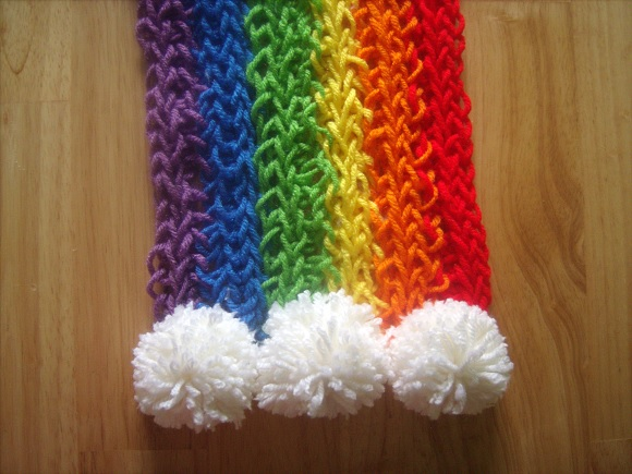 How to Create Finger Knitted Scarfs - DIY (4)