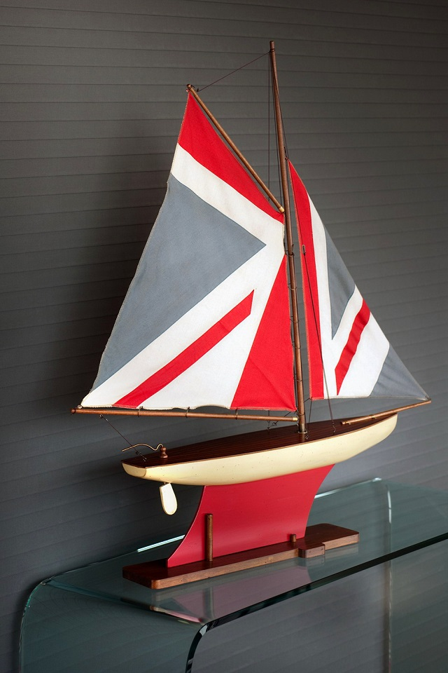 Boat-with-UK-flag