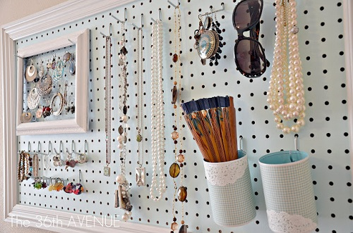 DIY-jewelry-organizer-with-place-for-everything