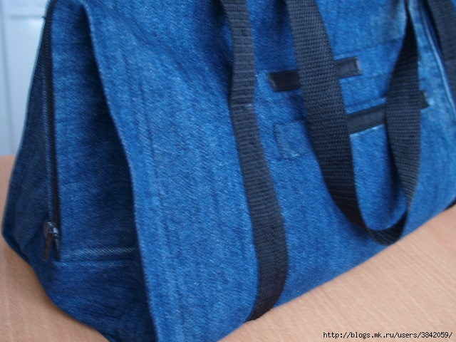 Recycle Old Jeans into a Beautiful Zippered Bag (10)