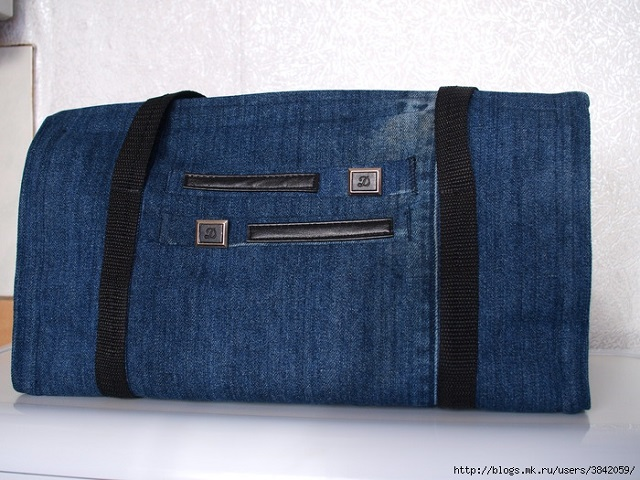 Recycle Old Jeans into a Beautiful Zippered Bag (13)