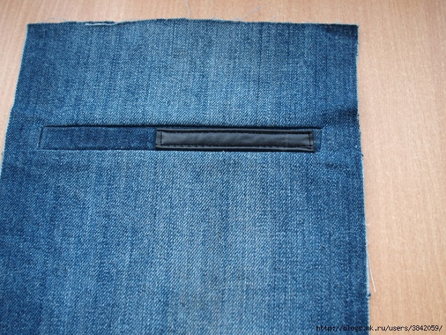 Recycle Old Jeans into a Beautiful Zippered Bag (3)
