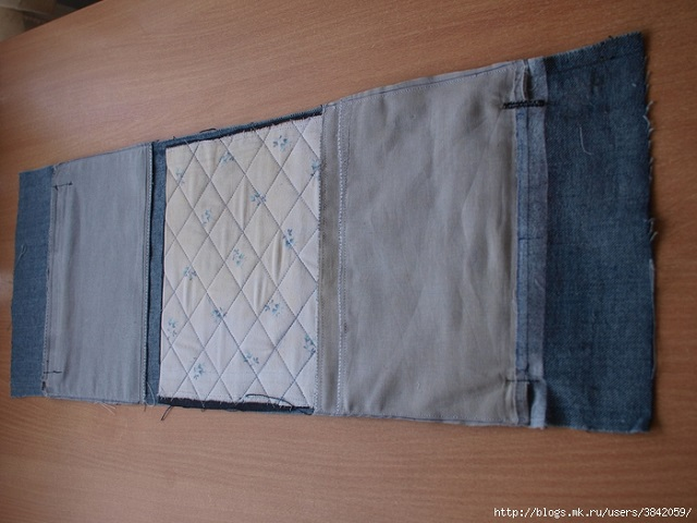 Recycle Old Jeans into a Beautiful Zippered Bag (4)