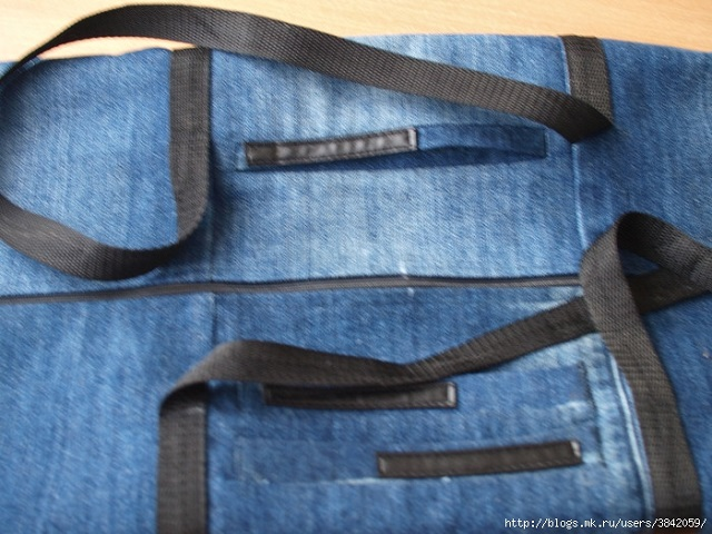 Recycle Old Jeans into a Beautiful Zippered Bag (7)