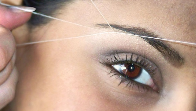 How to shape your eyebrows with threading method