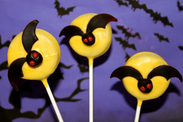 No Bake Halloween Bat Oreo Pops