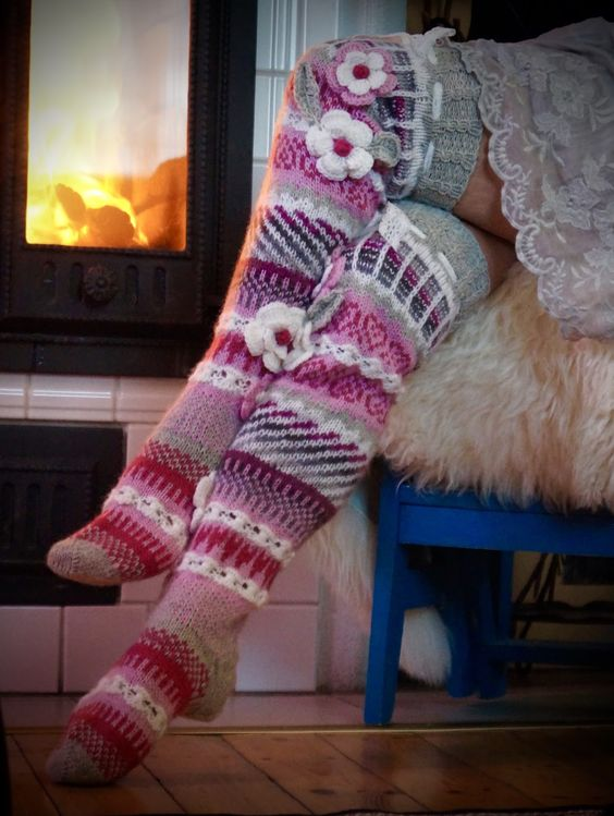 knitted-flower-leg-stockings-1