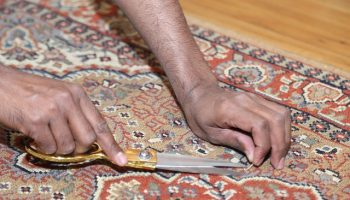 cutting-fix-snags-carpet-rug