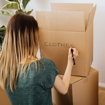 packing-clothes-for-relocating